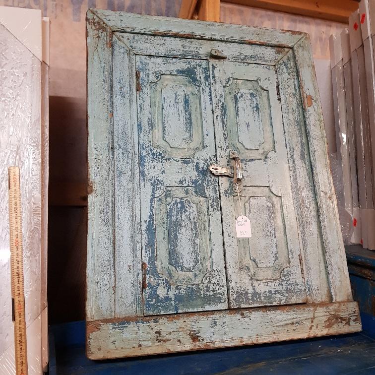 blå med dörrar