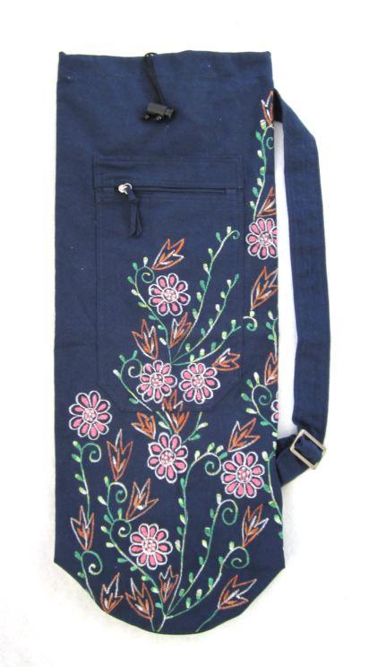 Blå med broderade blommor