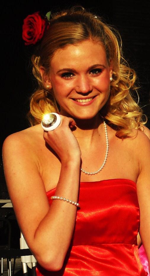 Vackra Julia med sin 'doris'