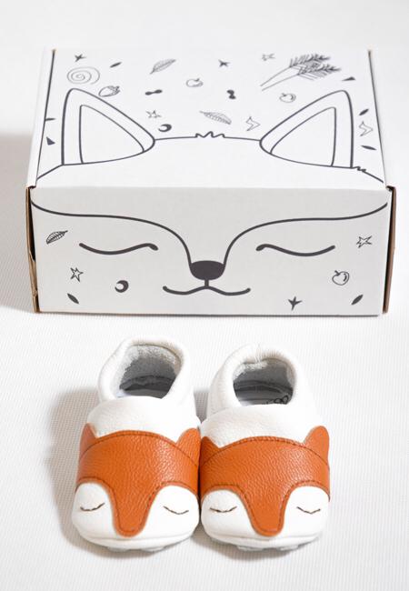 f6026a6785d Nu finns dom sötaste mockasinerna i shoppen. Handgjorda i ekologiskt läder  är dom en fin present att ge bort på babyshowern eller som present.