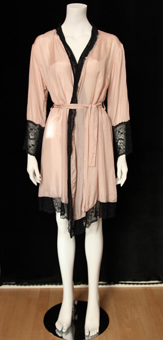 Lydia kimono puder:svart fram