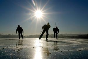 Bara skridskoåkare på isen..