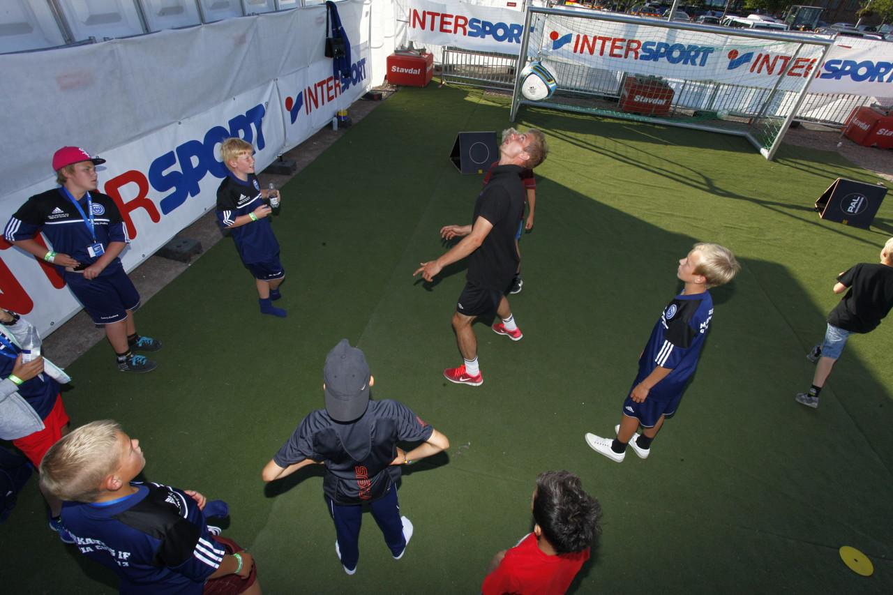 fotbollskläder barn intersport