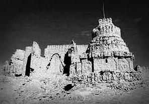 Ruinerna av klostret Gurugem, där enligt Jesuit missionärer, en karta till den heliga staden Olmolungring förvarades. Foto Karl Wienert 1938.