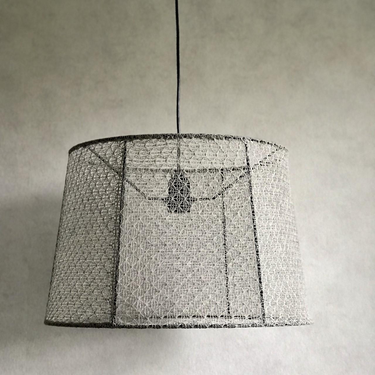 Vitgrå taklampa