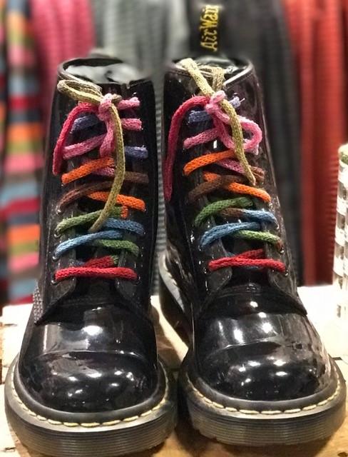 multifärgade skosnören
