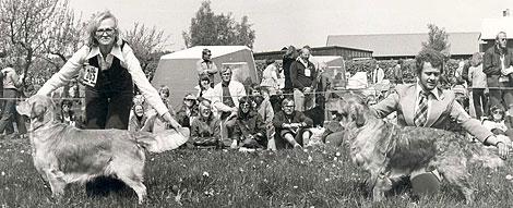 Första Skoklosterutställningen – Club Show – 1977! Ulla-Britt Karlmann och Combine Airmail vinner över Hans Rosenberg och Apports Mighty Henric. Foto: © Lena Widebeck