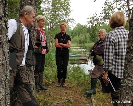 Dag två, 11 augusti 2014, tillbringades vid fina Lafssjön. Handledare var Sune Nilsson. Från vänster: Sune Nilsson, Maria Svartbäck, Marie Elgström-Claesson, Maud Eklund och Maria Björklund. Dessutom var även Åsa Eckerrot och Anna Qvarfort på plats.