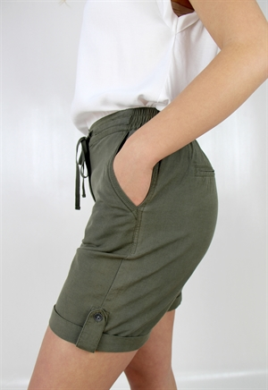 0005678_lina_shorts_khaki_green_300