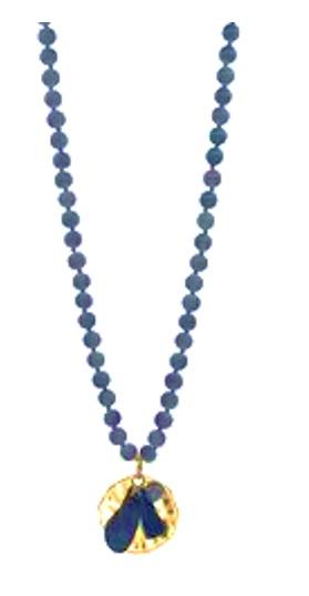 blått halsband långt