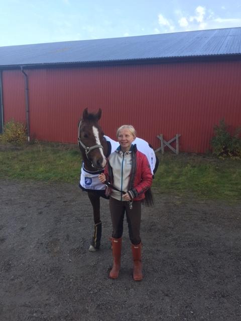 Hannah och Heavenly innan avfärd till Karlstad