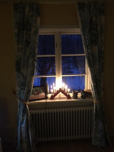 mysigt och varmt inomhus och vinter utomhus