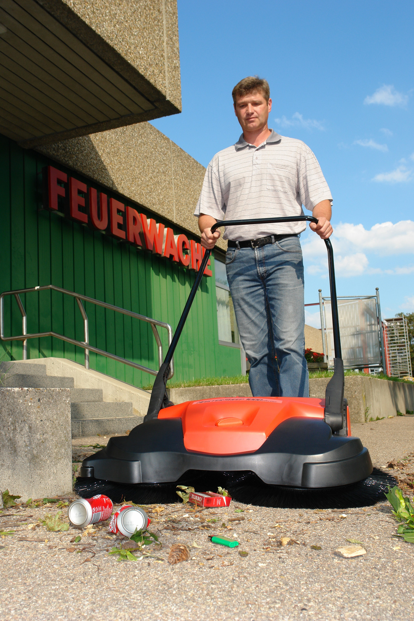 Haaga_697_Parking_Lot_Sweeper