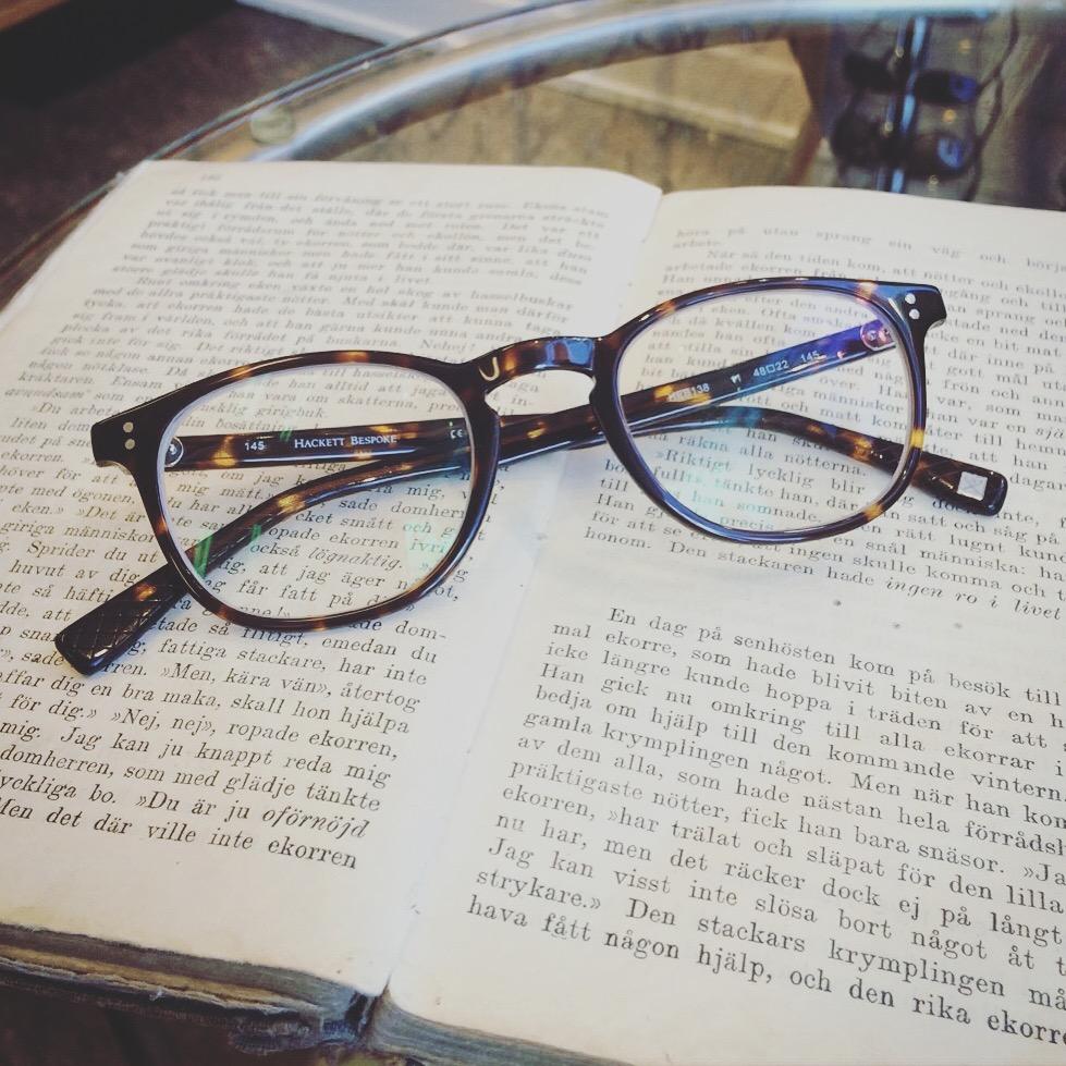 Färdiga glasögon som väntar på sin nya ägare! Bågen från Hackett bespoke 2691b151dc613