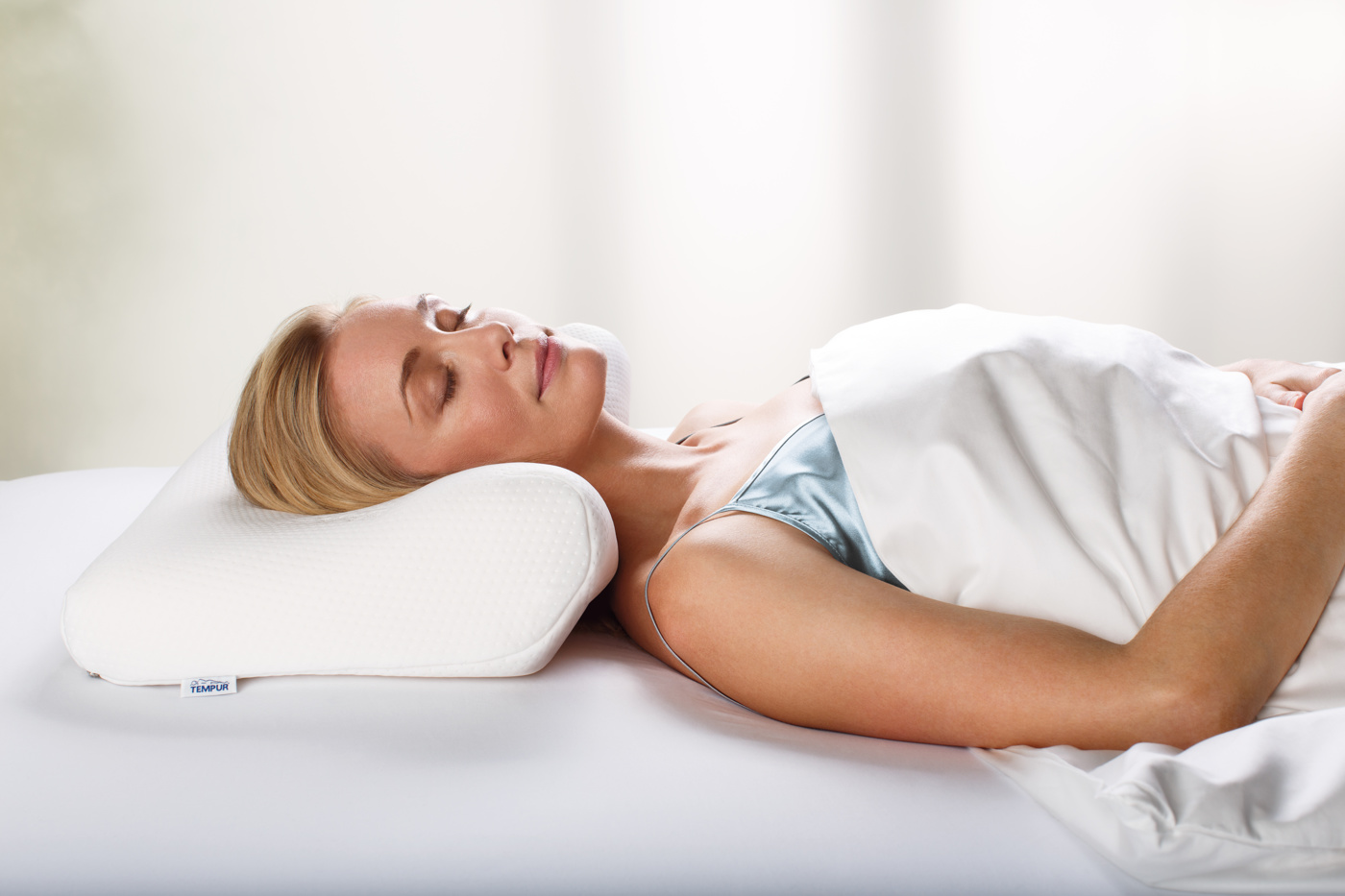 TEMPUR Millennium Ergonomic Pillow with model 2015 (1)_2