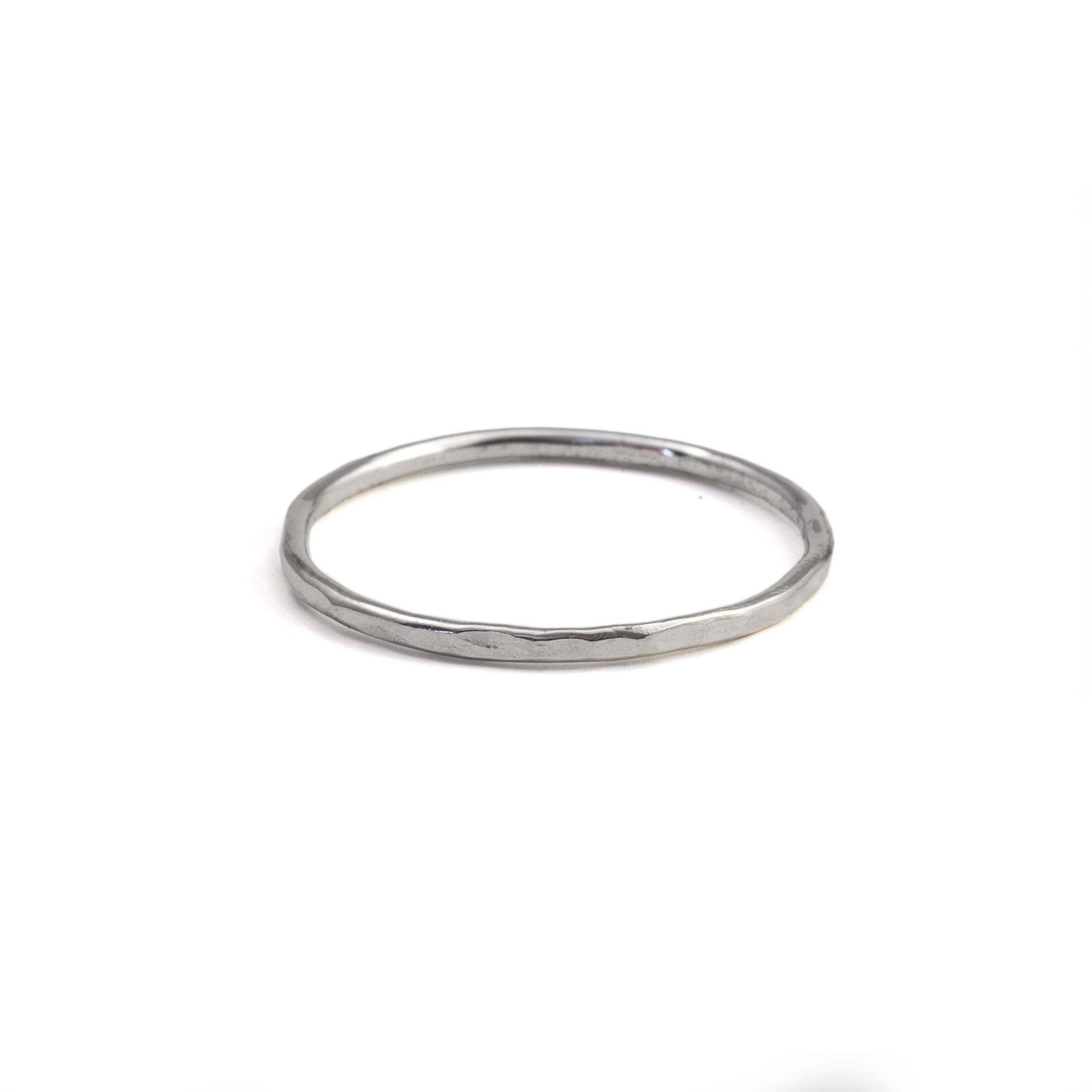 MNOP. Tunn ring.Återvunnet silver/ekosilver.