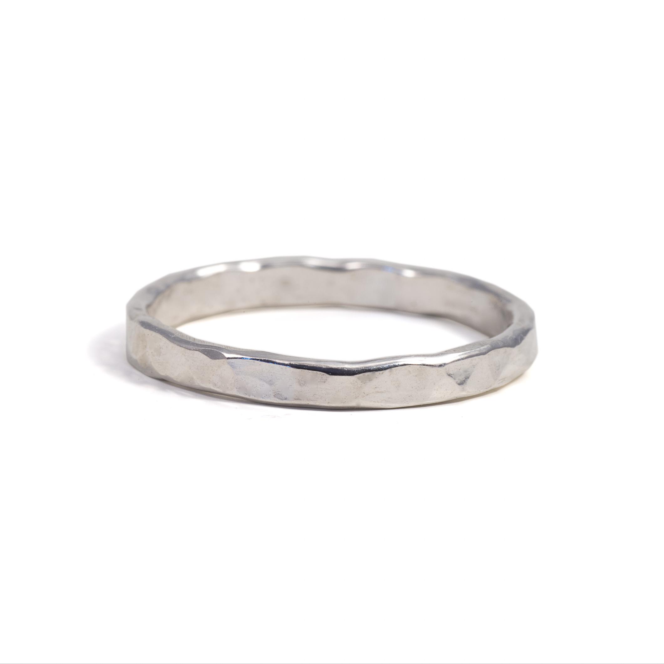 MNOP. Ring 2 mm. Återvunnet silver/ekosilver.