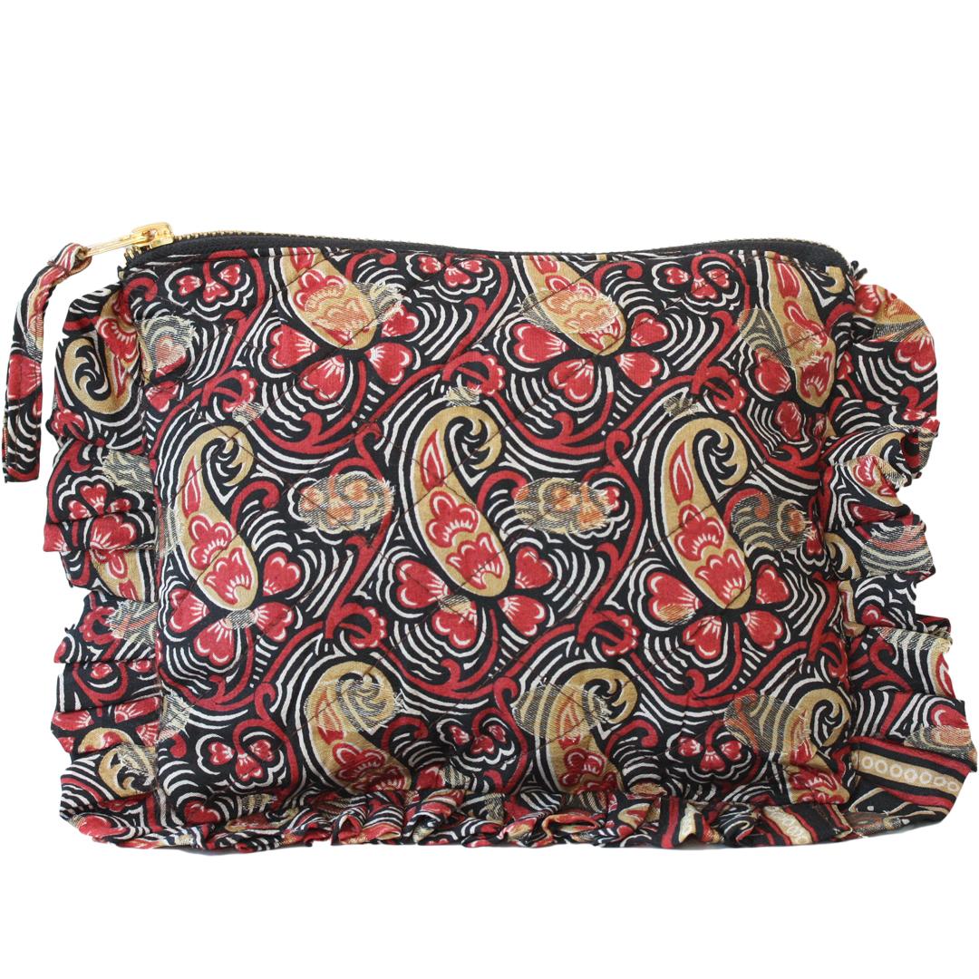 Sissel Edelbo. Frill purse paisley. Återanvänd saris.
