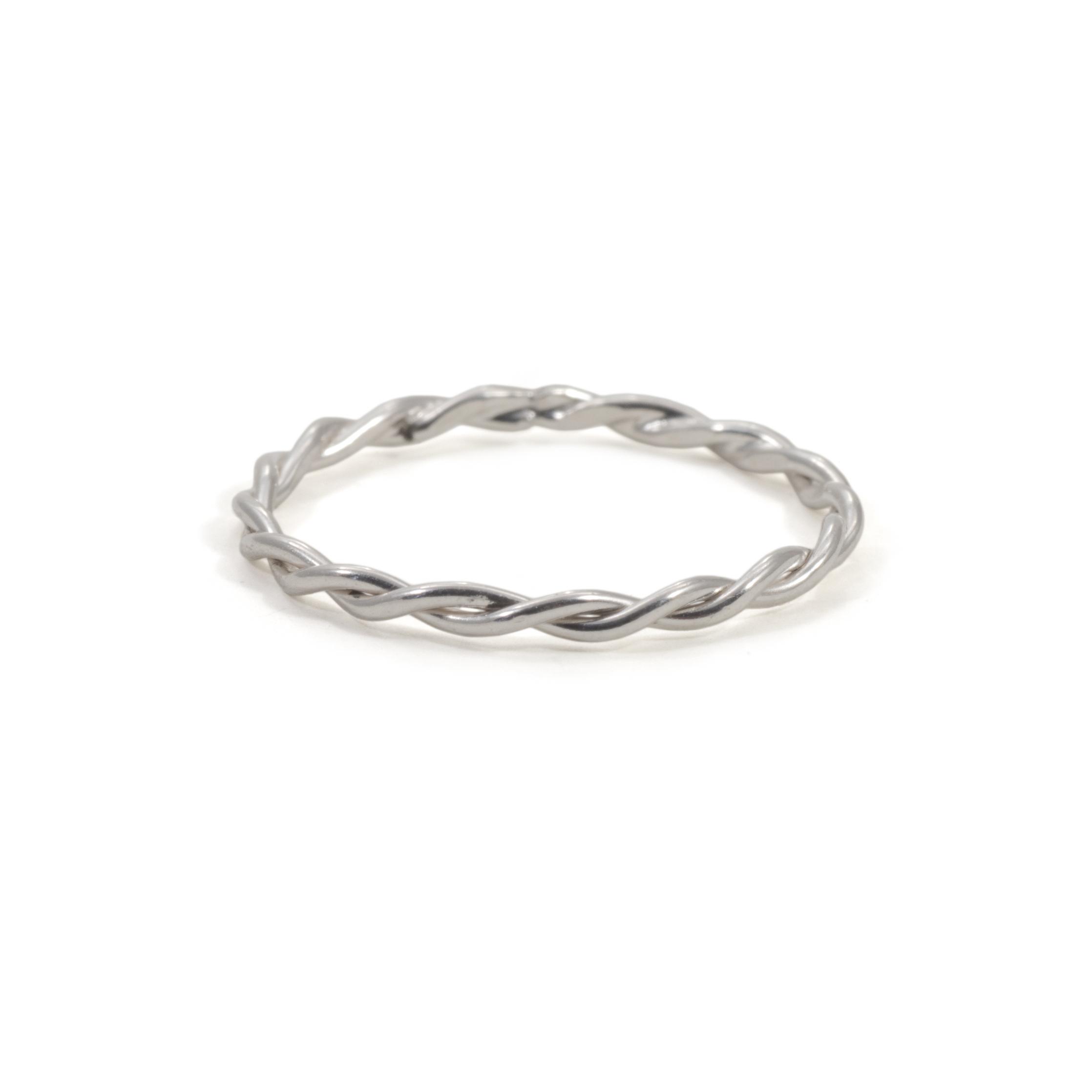 MNOP tvinnad ring. Återvunnet silver/ekosilver.