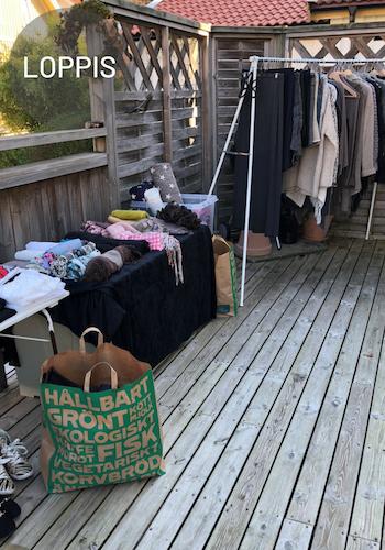 Hemma loppis efter utrensning av garderob