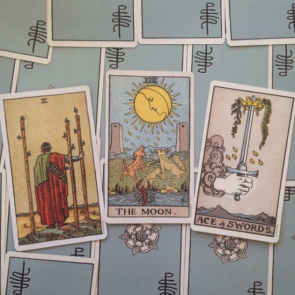 The-Smith-Waite-Centennial-Tarot-Deck-3-600x600