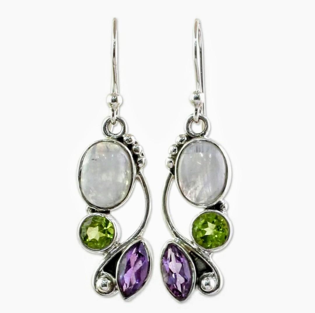 Örhänge med vit cateye sten & grön/lila kristall