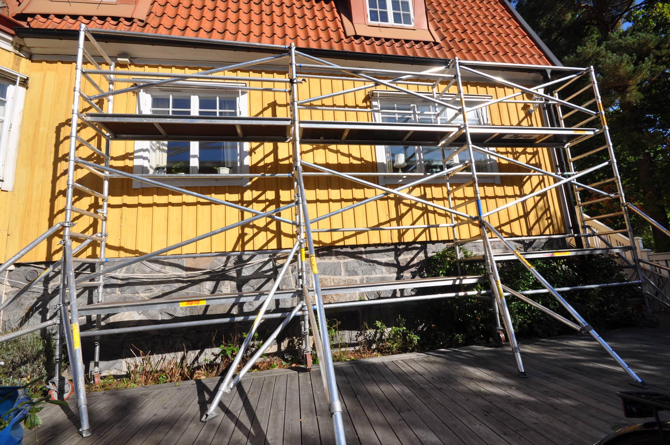 Smal byggställning flera sektioner bilder h9.se hyr byggställning (3)