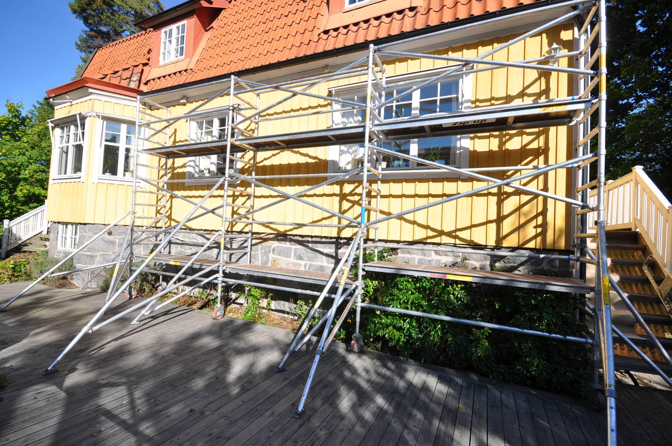 Smal byggställning flera sektioner bilder h9.se hyr byggställning (4)