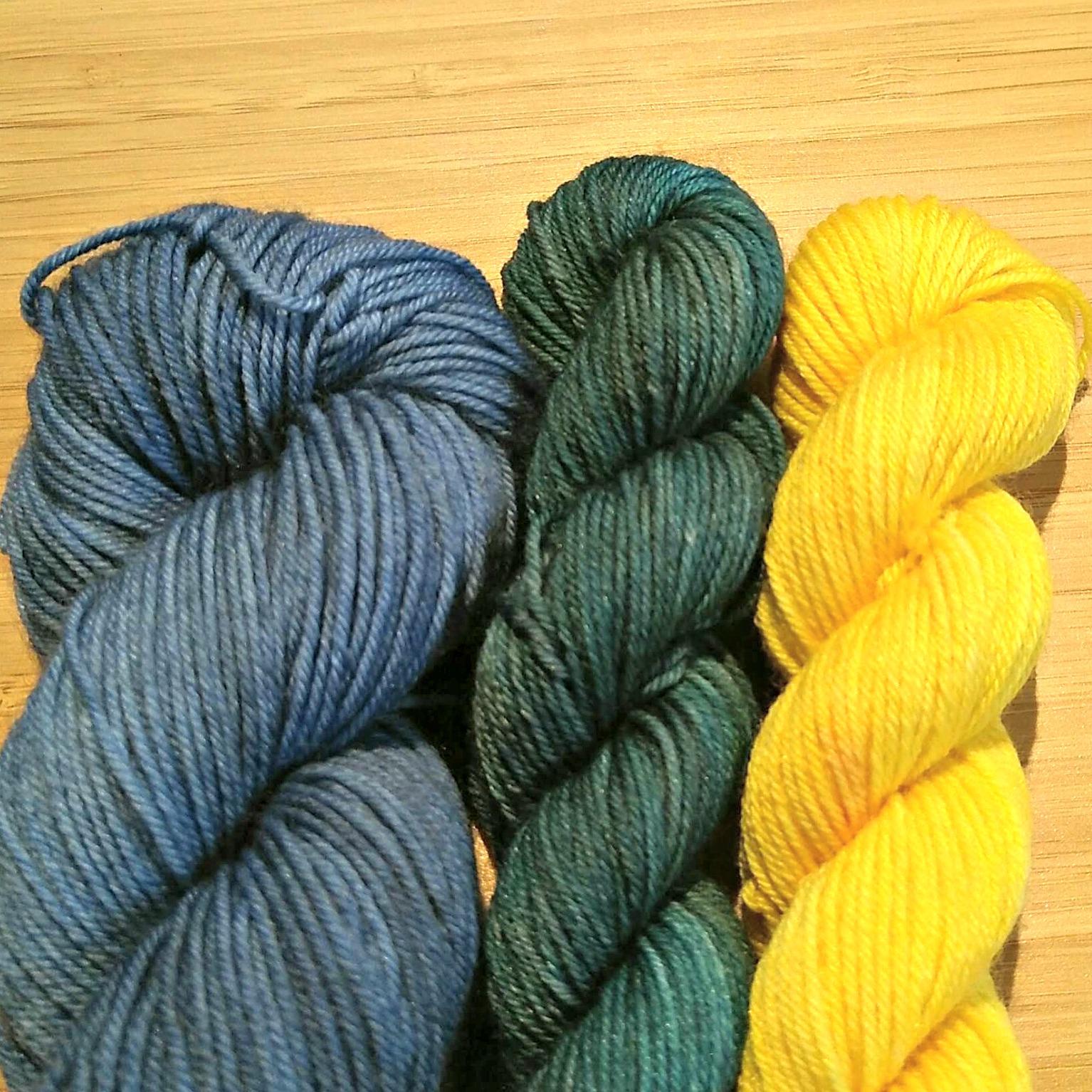Blå, mörkgrön, gul