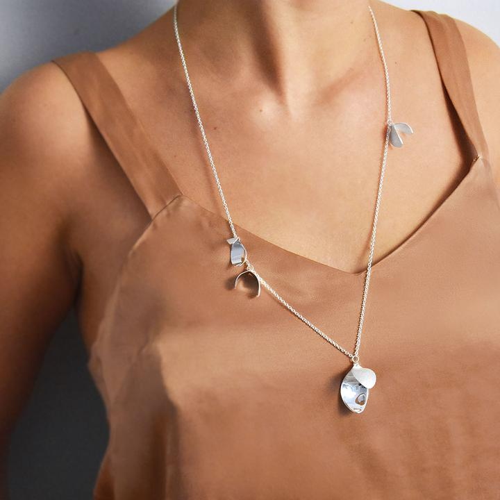 Blossom-necklace_279eca5e-eed5-4d22-a3b1-0e9fe0e628fd_720x