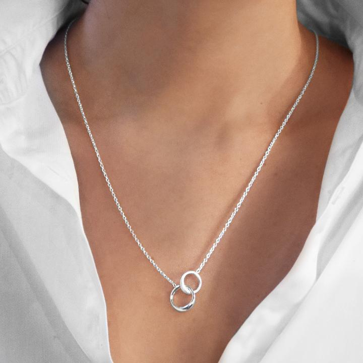 Les-Amis-Small-Single-Necklace-1_be67e7ae-ad3d-4628-8181-33c3c81af2df_720x