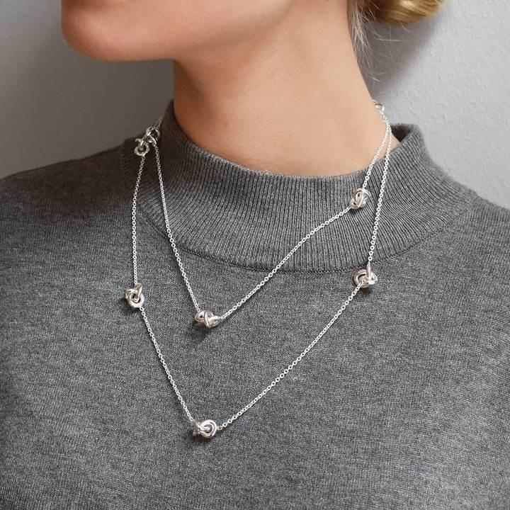 Le-Knot-medium-necklace-long_14489111-c9fb-4dec-af6a-3a7244b2fdd8_720x