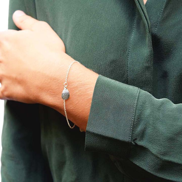 Leaf-drop-bracelet_dd454145-a10c-4b46-91f1-575bcbac60c1_720x