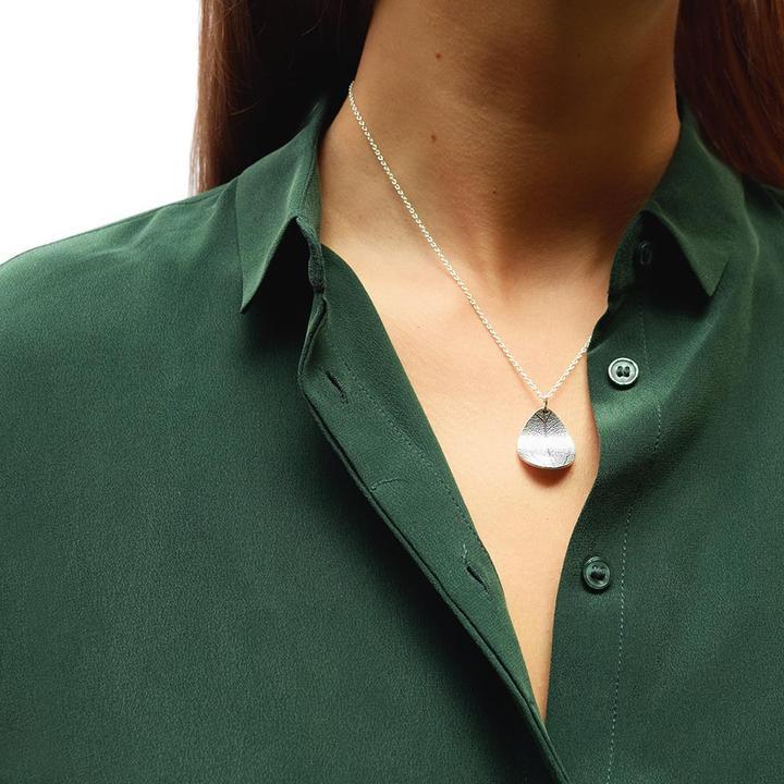 Leaf-single-necklace_a0490c15-ff16-4dcc-adff-c1bcc76294ff_720x