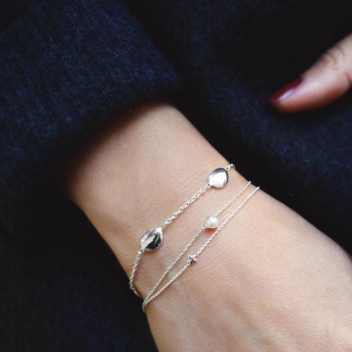 Morning-dew-medium-bracelet-3_ac7362aa-bc99-41d3-bfa9-401a37db9a3e_720x