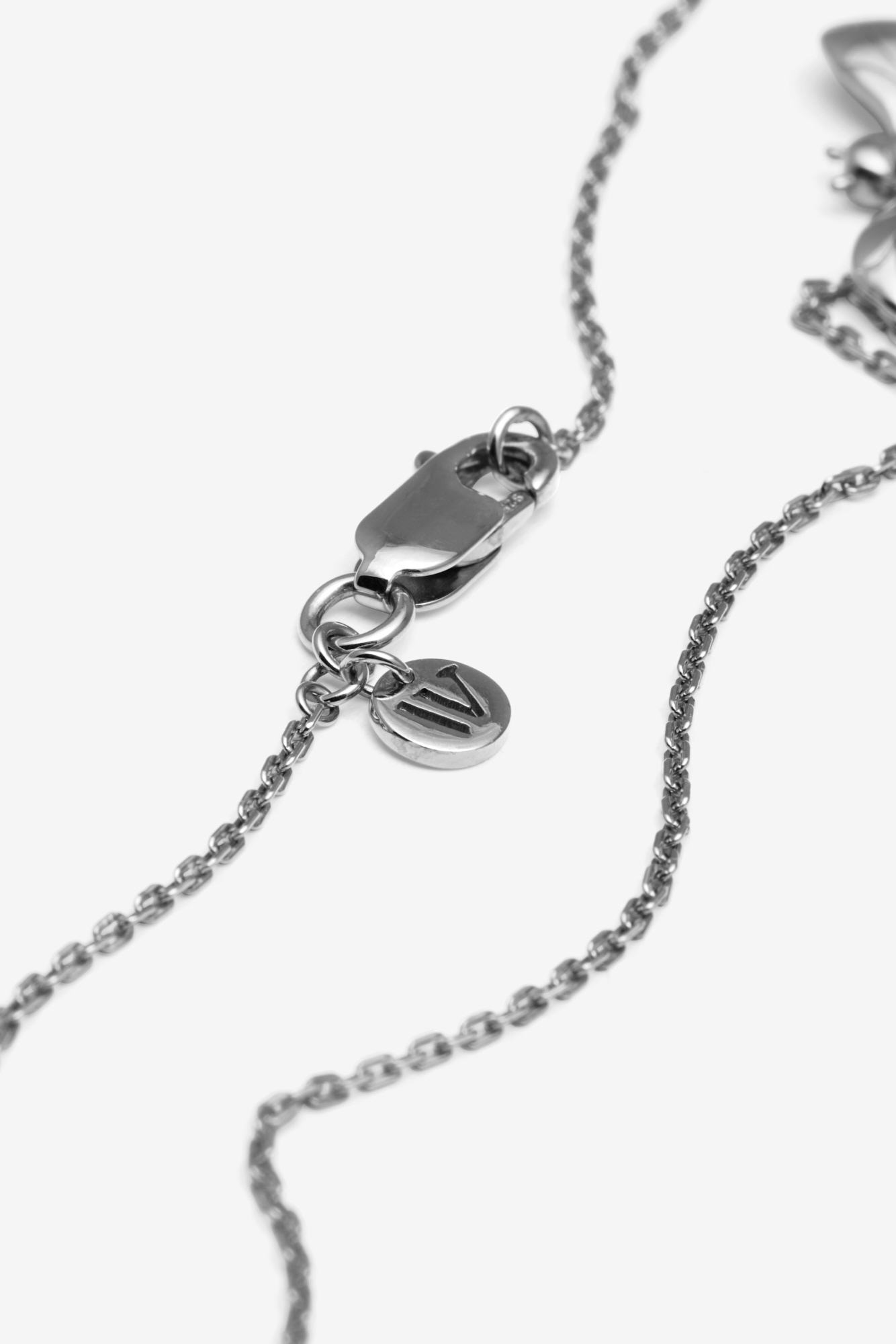 19-03-5-1-002-114-10_Bee Necklace_Silver_03