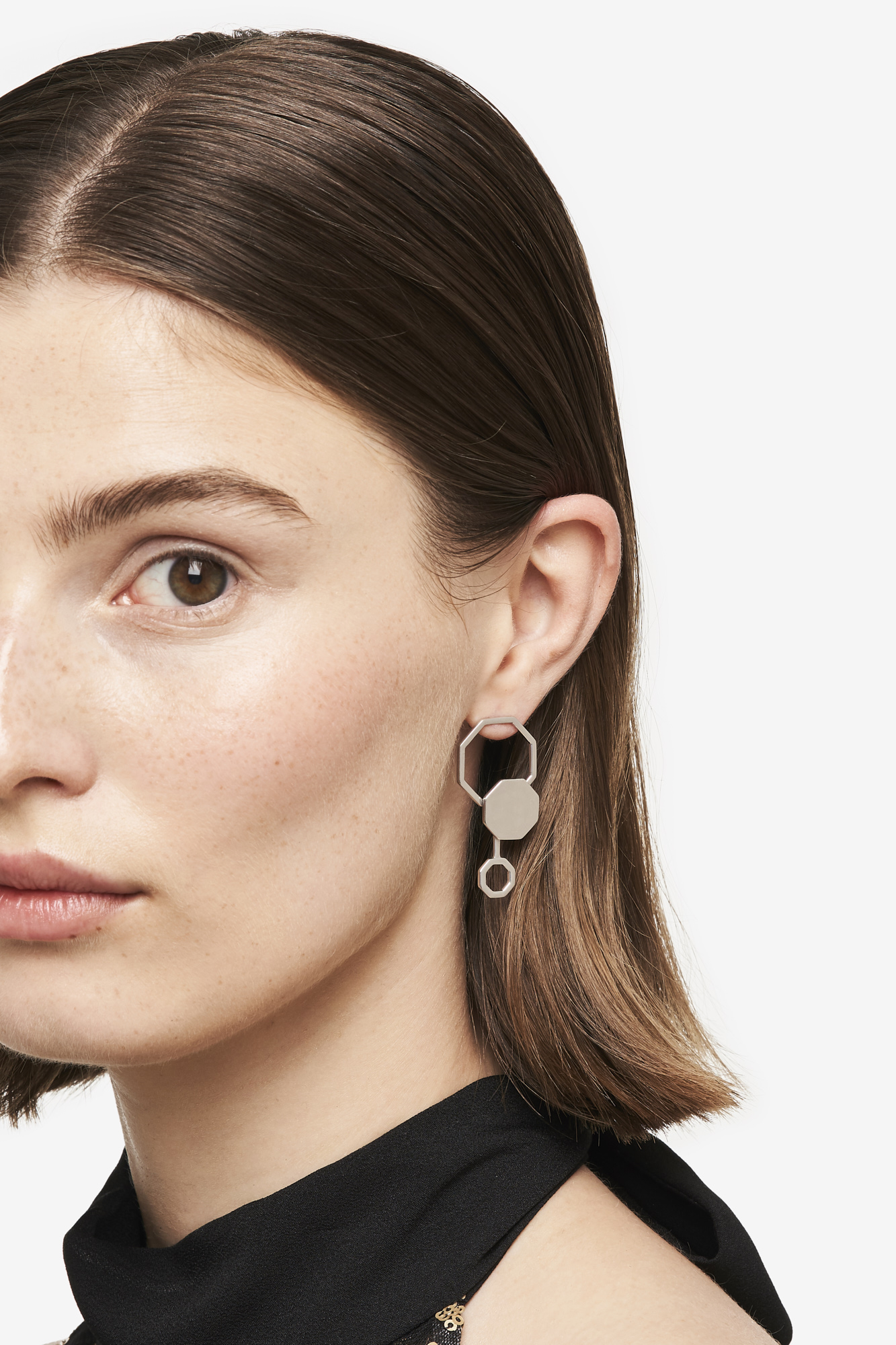 19-03-5-1-006-114-09_Beehaive Earring_Silver_01