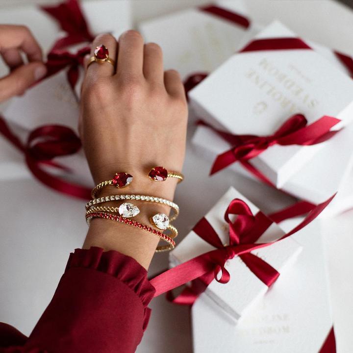 scarlet-gift-box_df2abe5e-e300-4fe0-b278-78a2c88a6306_720x