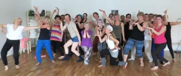 Yoga och Bolllywooddans med Josefin här på Rehab & yogaverkstan här om året...YES!