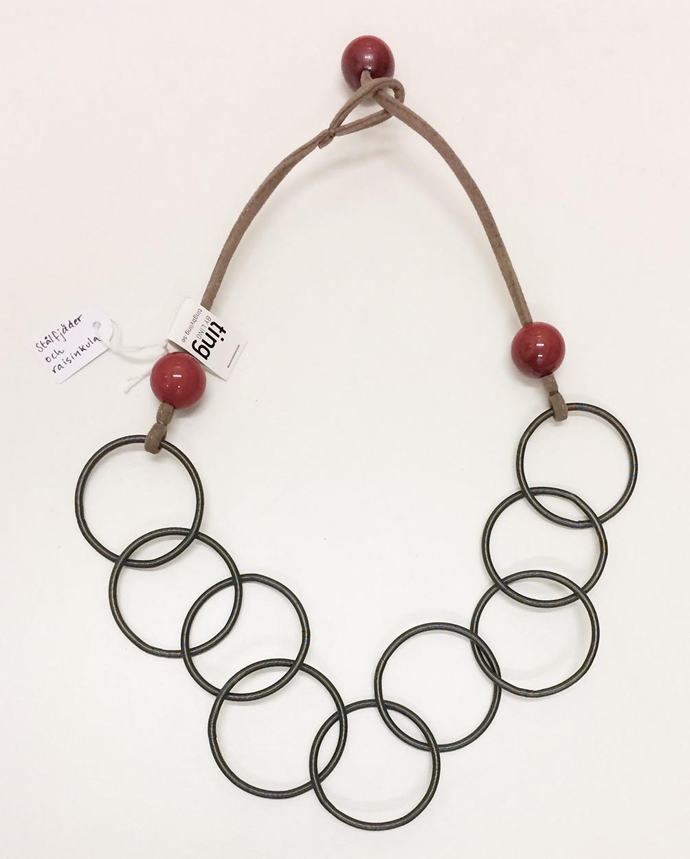 TL halsband med röd raisinkula
