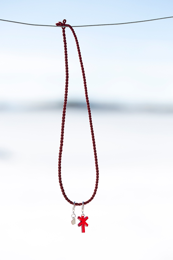HalsbandRödRödLedkryssSIlverHjärta-1