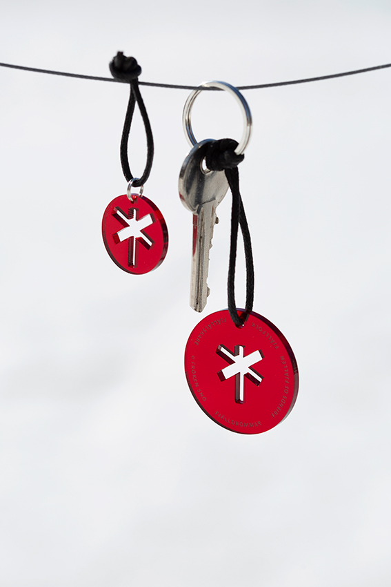 NyckelringAmulettRödSvart-3