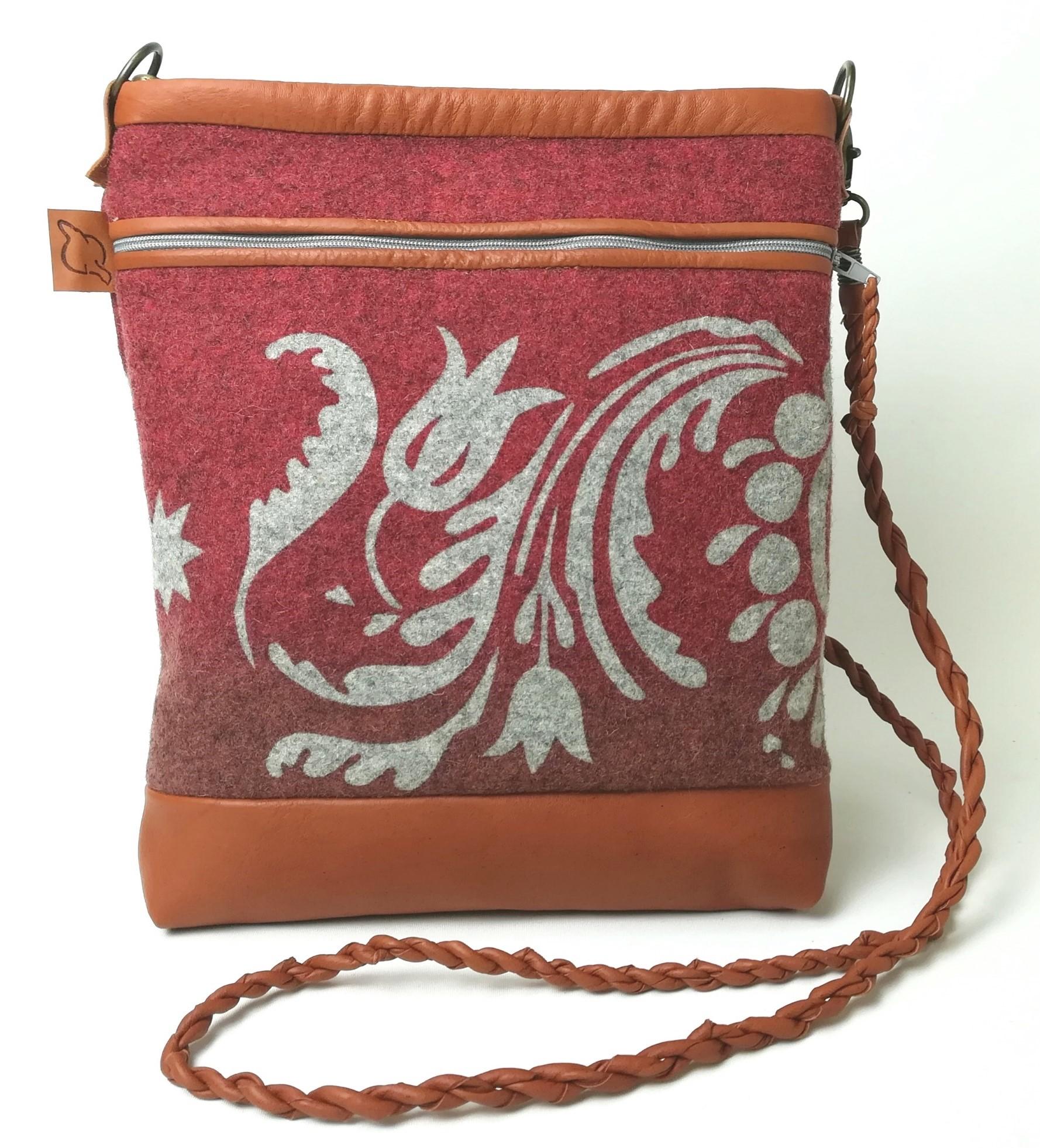 Gustaf väska röd  färgställning
