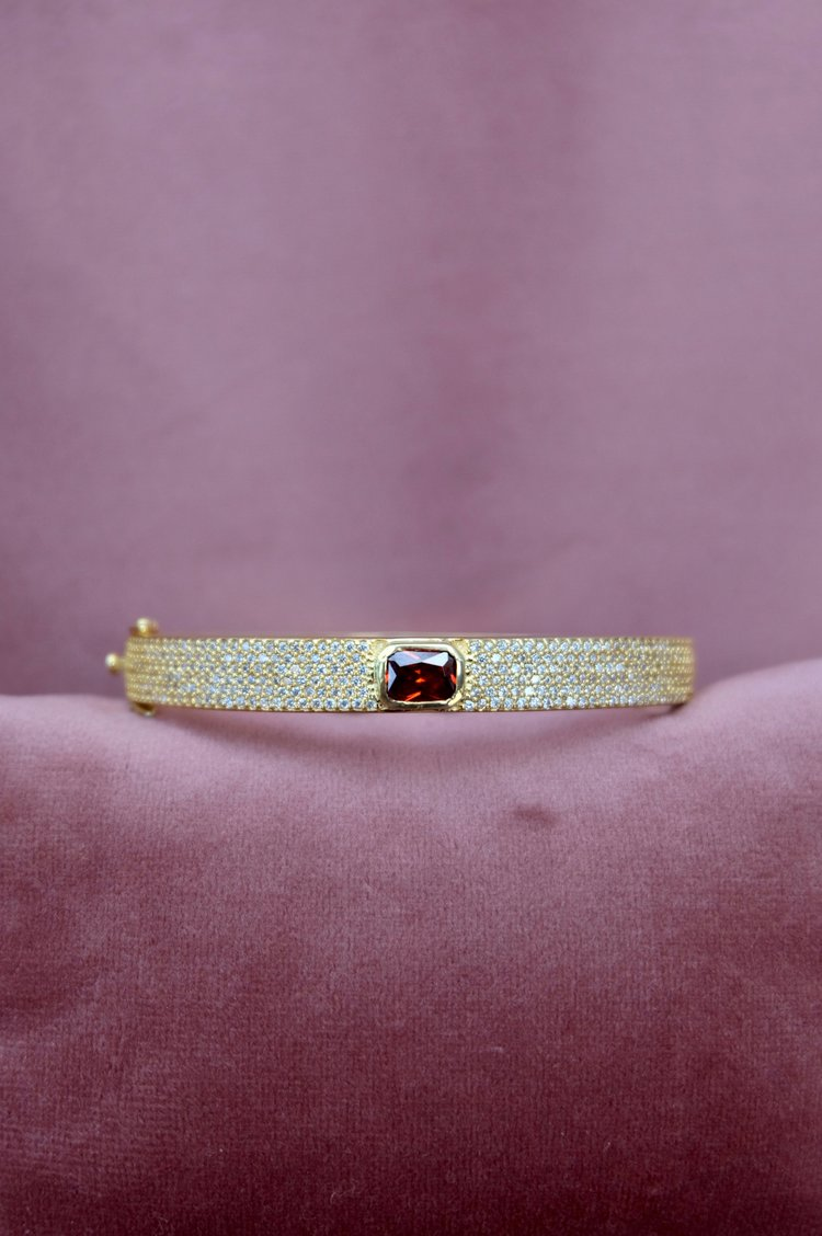 Anais vintage gold bangle