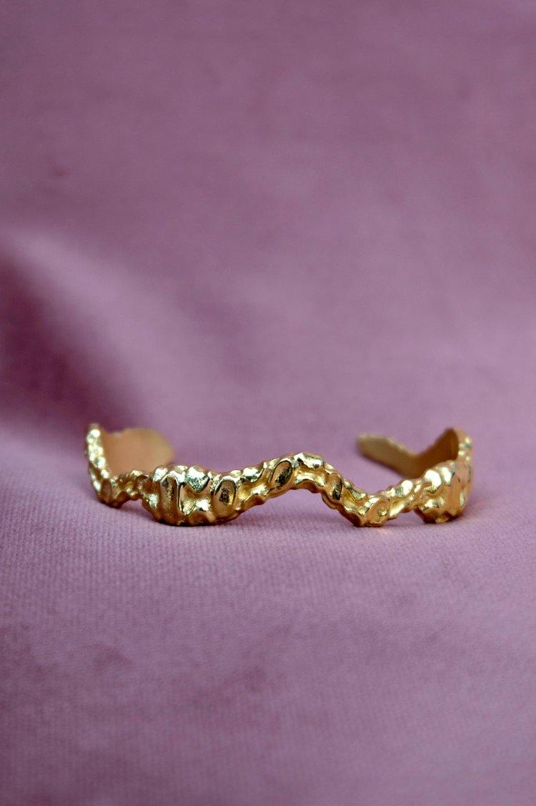 Liloi golden cuff