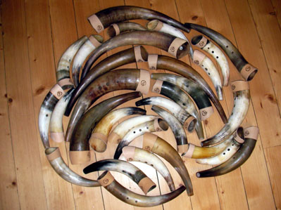"A small bunch of horns set for documentation. When I have been working with cowhorn making for about 40 years, there are countless horns passing through my workshop. I make horns from about 20 cm to about 80 cm. You can get horns in ""normal"" tuned keyes, but most do are in ""cow-minor"""