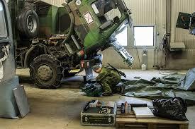 Lastbilsreparation på en av FMTS många tekniska kurser