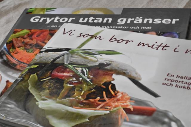 Våra böcker så här långt: Vi som bor mitt i maten och Grytor utan gränser.