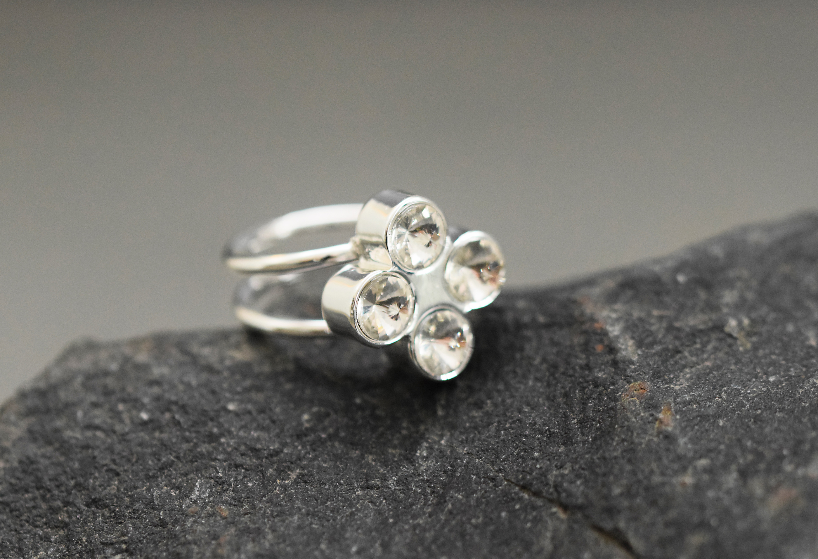 Ring The Four - Clover IMAGE BY ME RI W171313 S WH