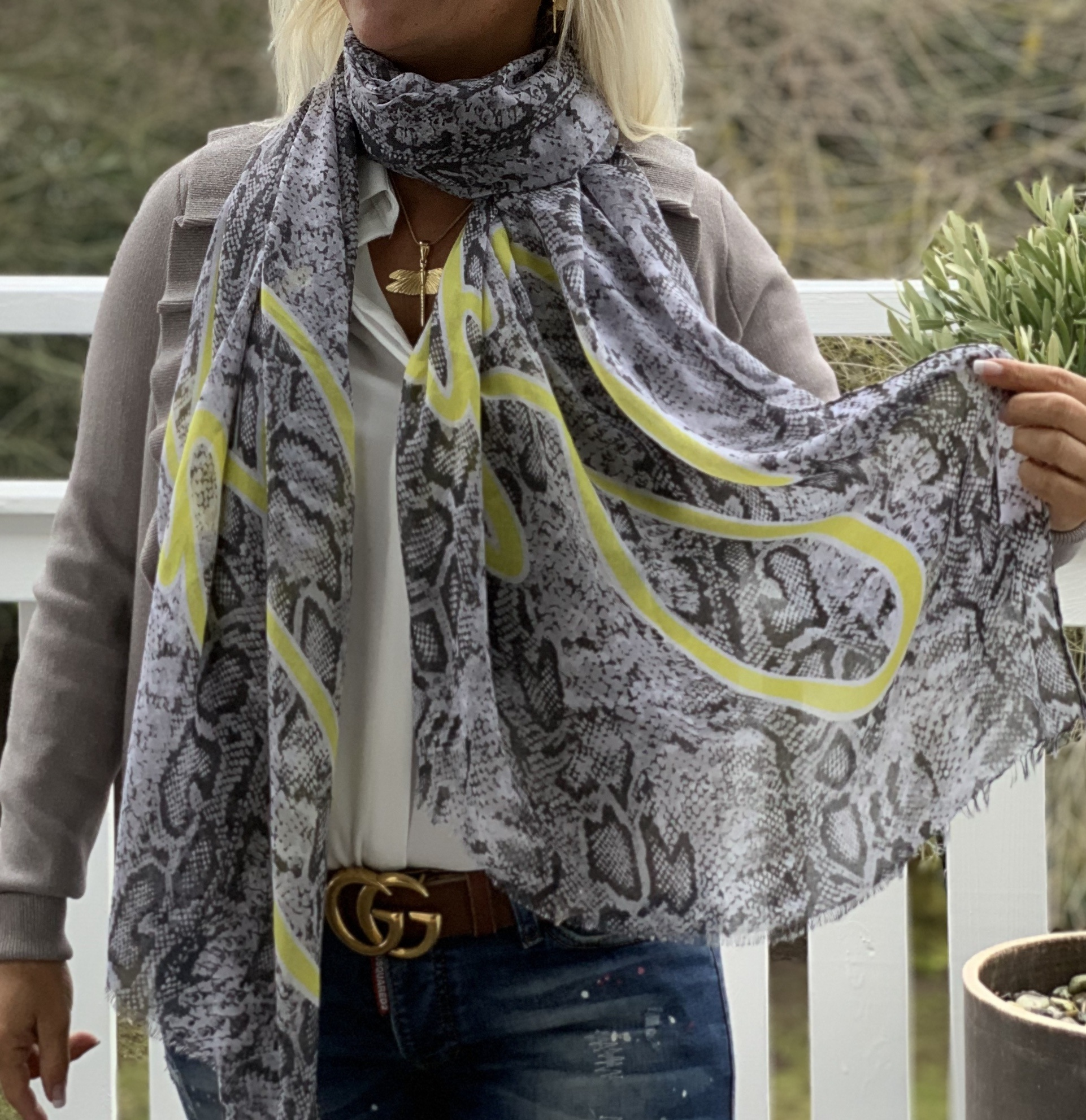Scarf Lemon Viskos IMAGE BY ME